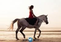 泰国华欣海滩骑马
